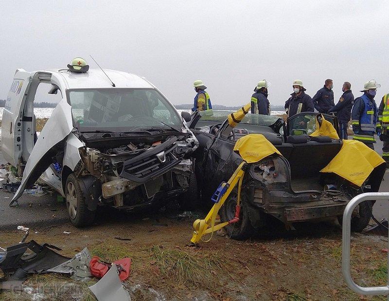 Verkehrsnotdienst/ Rettungsspreizer vom 03.12.2020     (C) Feuerwehr Plößberg (2020)